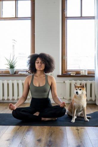 yoga thuis met de hond
